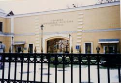 キエフ軍病院正面玄関